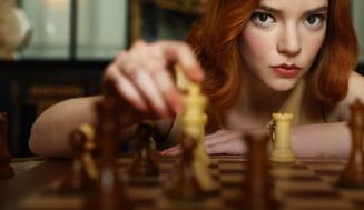 """VIDEO Finalul seriei """"Queen's Gambit"""" si meciul de sah care a inspirat victoria lui Beth Harmon"""