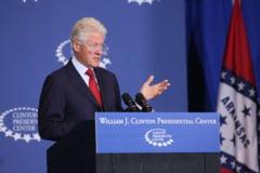 VIDEO Fostul presedinte Bill Clinton pare ca a adormit in timpul discursului de investire al lui Joe Biden