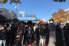 VIDEO Franta: Ciocniri intre elevi de liceu si politie, in apropiere de Paris. Tinerii protesteaza impotriva mentinerii scolilor deschise