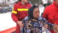 VIDEO Gravida de 44 de ani, de langa Ramnicu Sarat, adusa la spital cu senilata pompierilor chiar inainte sa intre in travaliu
