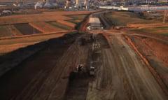 """VIDEO Imagini aeriene cu santierul autostrazii Ungheni - Targu Mures: """"Lucrarile avanseaza intr-un ritm bun"""""""