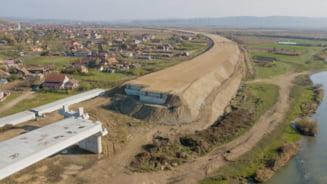 """VIDEO Imagini din drona la santierul Autostrazii Transilvania. """"Riscam sa ajungem la un santier parasit pe Campia Turzii - Chetani"""""""
