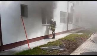 VIDEO Incendiu la Spitalul de Psihiatrie din Slatina. Peste 35 de persoane au fost evacuate, sase au suferit intoxicatii cu fum