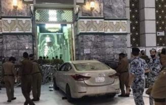 VIDEO Incident violent la Mecca. Un saudit a trecut cu masina de barierele de securitate si a lovit o intrare in cel mai sfant loc al islamului