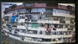 VIDEO Masura extrema luata fata de o familie care arunca in mod repetat gunoiul peste balcon. Primaria cere evacuarea locuintei