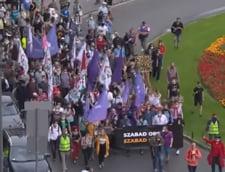 VIDEO Mii de persoane au protestat la Budapesta impotriva restrictionarii libertatii presei, dupa ce redactorul-sef al unui portal de stiri a fost fortat sa demisioneze