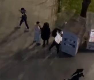 VIDEO Momentul in care protestatarii sparg tonomatele, in cadrul protestelor de luni noaptea, din Bucuresti