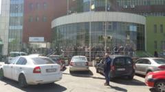 VIDEO Motivul pentru care angajatii Fiscului din Buzau au iesit in fata sediului institutiei in semn de protest