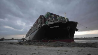 VIDEO Nava Ever Given a fost indreptata in proportie de 80%, dar inca nu pluteste si blocheaza canalul Suez