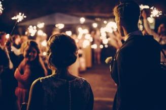 VIDEO Nunta cu peste 300 de invitati, la Tecuci, oprita de politie. Invitatii erau inghesuiti la mese si multi nu purtau masca