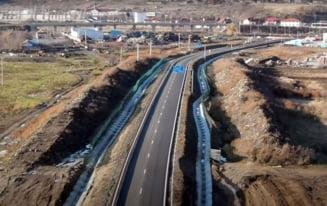 VIDEO O autostrada recent inaugurata in Romania trece chiar prin mijlocul unei gropi de gunoi
