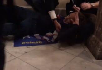 VIDEO O femeie a fost impuscata in interiorul Capitoliului din SUA. Tanara este in stare critica. Momentul a fost surprins de un protestatar