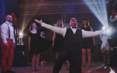 "VIDEO Petrecere de fite in Sala Baroc a Muzeului de Arta Timisoara. Sarbatoritul despre invitati: ""Frumosi, rafinati, plini de viata si bun gust""!"