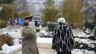 VIDEO Prefectul Brailei, gafe amuzante in timpul ceremoniei militare de Ziua Nationala