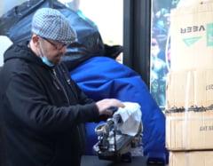 VIDEO Primaria Sectorului 5: Bunuri in valoare de 493.000 de euro, depozitate de cativa ani in Piata Ferentari. Trotinete electrice, carti si ornamente de Craciun, in stare de degradare