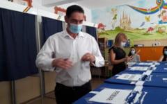 "VIDEO Principalii trei candidati pentru Primaria Slatina au votat: ""Cu gandul de a schimba lucrurile"", ""Slatinenii sa fie intrebati"", ""Pentru continuitate"""