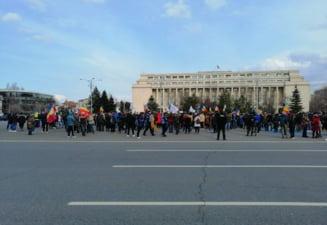 VIDEO Protest in Bucuresti fata de restrictiile anti-COVID, condus de senatoarea Diana Sosoaca. Manifestantii au ajuns la Palatul Cotroceni