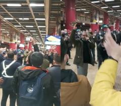 """VIDEO Protest la metrou. Ce imn au angajatii care au blocat Capitala: """"Noi suntem sindicatul, din tara cel mai bun!"""""""