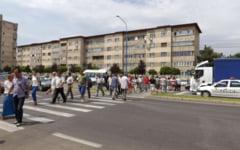 VIDEO Protest pe trecerea de pietoni in fata sediului RAAN din Turnu Severin