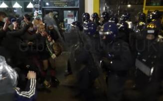 VIDEO Protest violent in orasul englez Bristol. Zece persoane au fost arestate