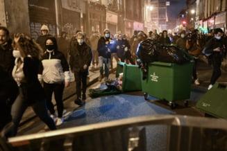 VIDEO Proteste masive la Paris in noaptea dinaintea carantinarii Frantei. Politia a folosit gaze lacrimogene