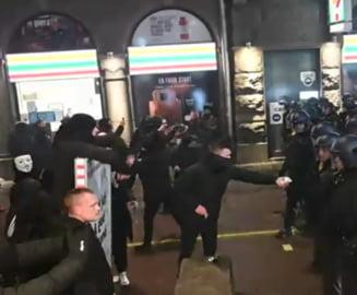 "VIDEO Proteste violente anti- restrictii in Copenhaga: ""Libertate pentru Danemarca, ne-am saturat"""