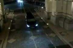 VIDEO Regele Mihai I si Coroana de otel au trecut pe sub Arcul de Triumf in drum spre Palatul Regal