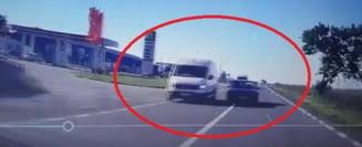 VIDEO SOCANT! Un INCONSTIENT cu MERCEDES cauta MOARTEA pe CONTRASENS
