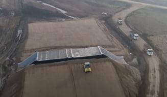 """VIDEO Santier vital din Autostrada Transilvania, aproape abandonat. """"Constructorul este cvasi-inexistent, iar subcontractorii neplatiti au plecat sau sunt pe cale"""""""