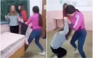 VIDEO Scene socante intr-un liceu din Moldova. Trei fete s-au batut in fata clasei. Una dintre ele aproape a lesinat