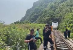 VIDEO Soferul care a cauzat un accident feroviar soldat cu 51 de morti in Taiwan si-a cerut scuze cu ochii in lacrimi