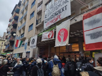 VIDEO Studentii de la Universitatea de Film din Budapesta continua protestele fata de conducerea instalata de guvernul Viktor Orban. Autoritatile au oprit internetul in campus