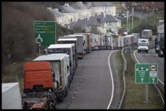 VIDEO Sute de TIR-uri stau la coada pentru a intra in Marea Britanie, in perspectiva unui Brexit fara acord comercial