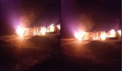 VIDEO Un barbat a fost la un pas sa arda de viu in casa cuprinsa de flacari. A facut focul in soba si a adormit