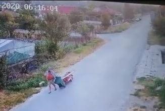 VIDEO Un barbat din Constanta a transportat cadavrul tatalui sau la cimitir cu un carut. Politistii l-au dus la psihiatrie