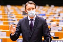 VIDEO Un europarlamentar roman pledeaza in PE pentru ridicarea vizelor pentru toti cetatenii UE care calatoresc in SUA