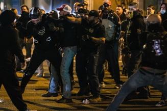VIDEO Violente la Washington. Simpatizantii lui Donald Trump, alaturi de liderii de extrema dreapta