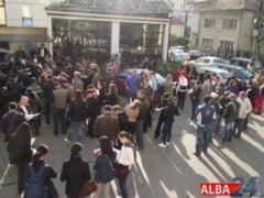VINERI: Bursa locurilor de munca pentru ABSOLVENEsI, la Alba Iulia. Tinerii cu diploma de BAC 2014 se pot inregistra pentru somaj pana in 28 septembrie
