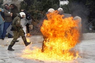 Vacanta in Grecia a devenit un cosmar, pentru ca tara e sufocata de gunoaie