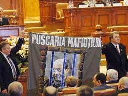 Vadim il da in judecata pe Basescu pentru retragerea decoratiei