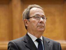 Valer Dorneanu castiga lunar 16.000 de euro, din salarii si pensii. Aproape cat seful Curtii Supreme din SUA