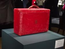 Valiza de piele rosie a lui Margaret Thatcher, adjudecata pentru o suma impresionanta (Video)