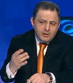 Vanghelie, lui Ponta: Victore, mai ai vreun dram de demnitate? Cu ce te santajeaza generalul Oprea?