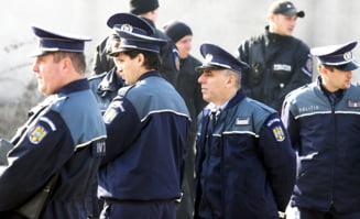Vanghelie le cumpara politistilor din sector uniforme de iarna