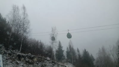 Vantul face ravagii la munte. Mii de turisti blocati in statiuni, dupa ce telegondolele si telecabinele au fost oprite