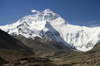 Varful Everest, cucerit de trei surori din Nepal intr-o expeditie istorica