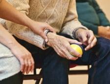 Varstnicii de peste 75 de ani care au pensia de 704 lei vor beneficia de tichete de masa electronice