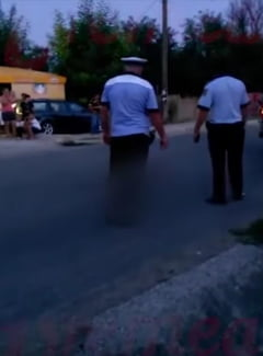 Vaslui: Ancheta, dupa ce un copil lovit de o masina a fost lasat 40 de minute sa zaca pe carosabil. Politistii stau si se uita (Video)