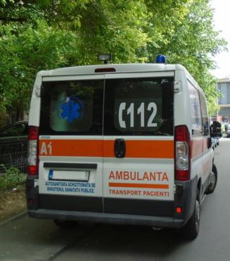 Vaslui: Echipajul de pe ambulanta a dus o pacienta cu caruta, din cauza drumului impracticabil