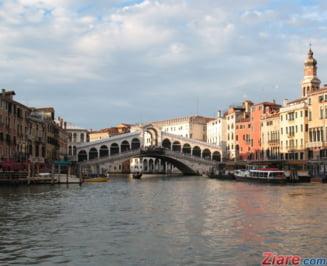 Venetia, lovita de o maree istorica. Imagini fabuloase cu inundatiile (Foto&Video)